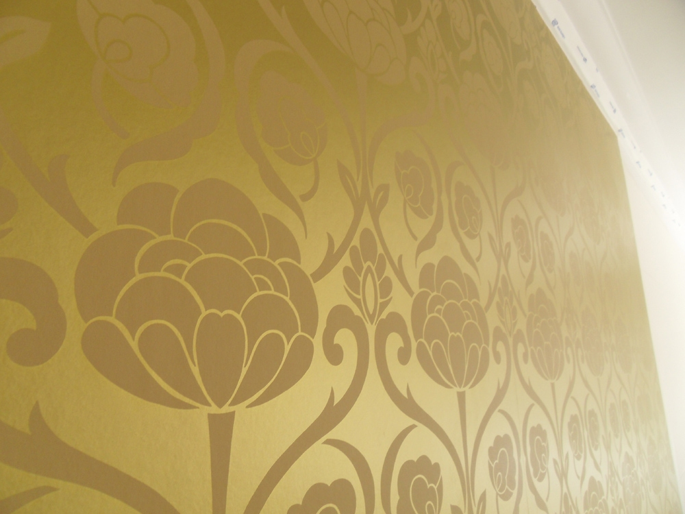 Hanging metallic gold wallpaper colour republic for Metallic wallpaper